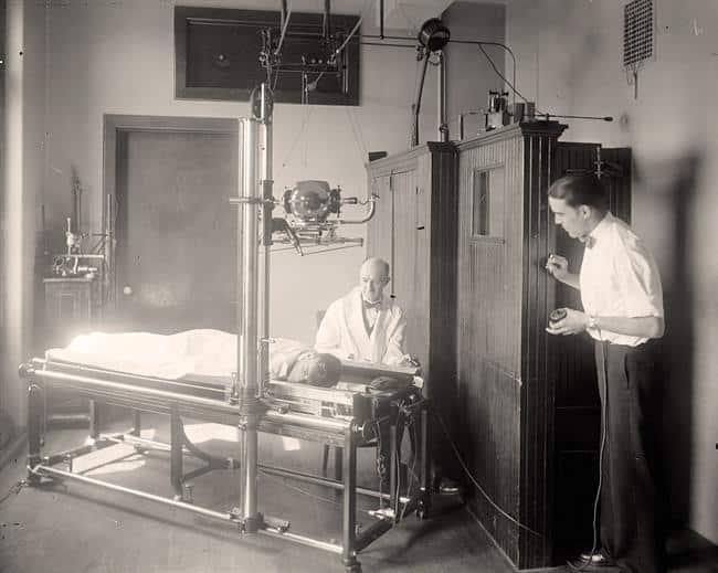 Gammel røntgenmaskin - Foto Wikimedia Commons