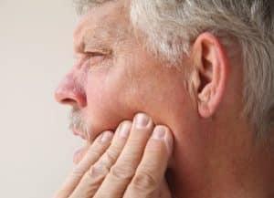 Mann over 50 med trigeminal nevralgi