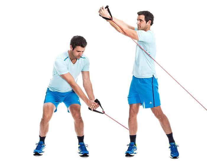 Reversert skrårotasjonopptrekk med kabel eller treningstrikk